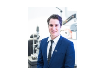 Innovative Eye Care - Dr. LACHLAN HOY